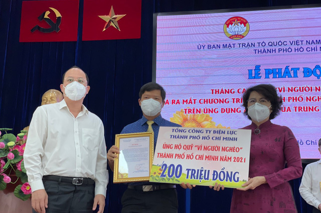 """EVNHCMC ung ho 200 trieu dong Quy """"Vi nguoi ngheo"""""""